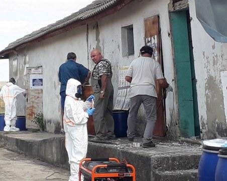 Инспектираха склад с около 32 тона стари пестициди край село Неофит Рилски