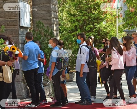 Пловдивчани: Ограниченията в училищата свързани с COVID-19, са излишни