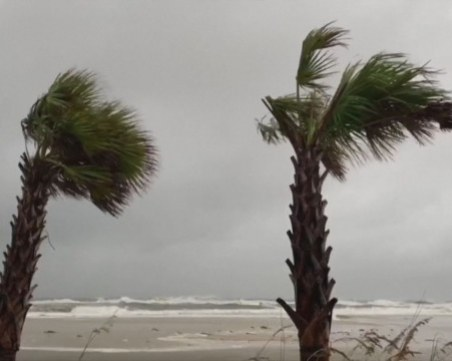 Ветрове от 165 км./ч. връхлетяха Щатите, евакуират хиляди