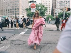 Модната сцена бавно оживява! Ето най-забележителните комбинации от улиците на Ню Йорк