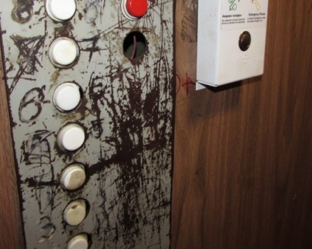 Трима души пострадаха при падане на асансьор в Благоевград