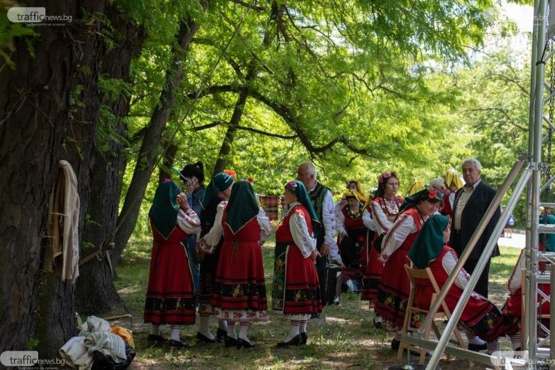 Пловдивчани обличат носиите, започва Народният събор