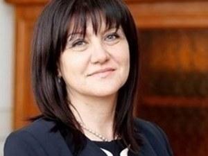 Караянчева: Не съм нареждала на НСО да изкарат майките от парламента