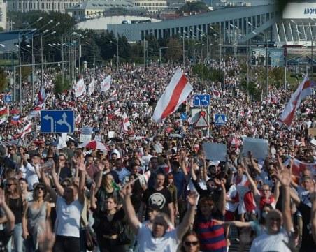 Десетки протестиращи са били задържани в Минск