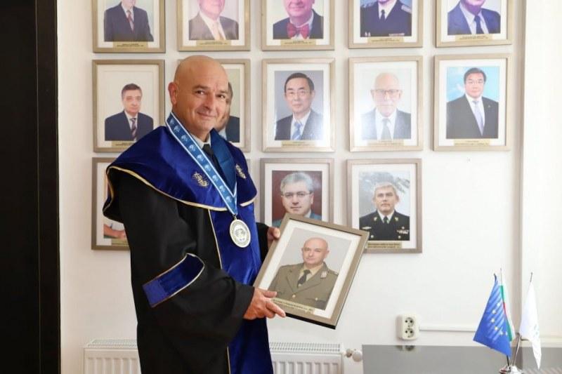 Генерал Мутафчийски получи званието Доктор хонорис кауза