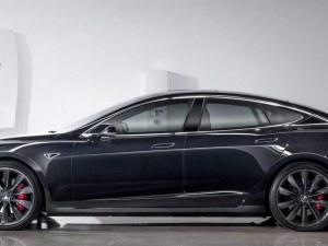 Tesla на автопилот бяга от полицията?