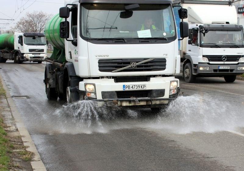 Мият и дезинфекцират улиците в Пловдив, вижте графика за следващата седмица