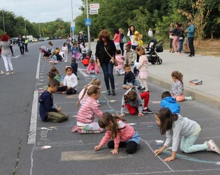 Булевард в Смирненски се превърна в зона за рисунки и игра