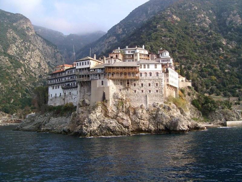 Осем случая на коронавирус в светогорският манастир
