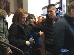 Синът на Лерца и приятелите му задигнали 20 лева и телефон от жертвата си