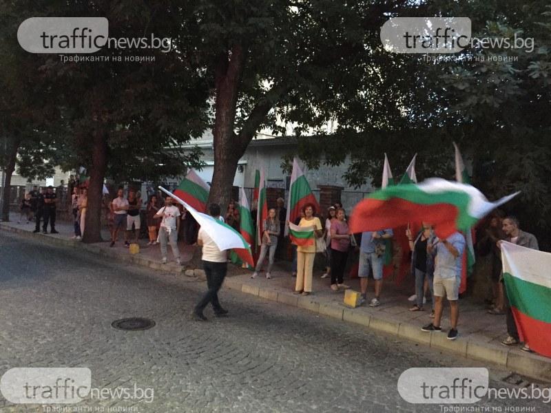 Протестиращи поискаха да разговарят с президента, той обаче си тръгна