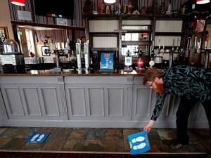 Пъбовете и ресторантите в Англия ще затварят в 22:00 часа, Борис Джонсън обявява нови мерки
