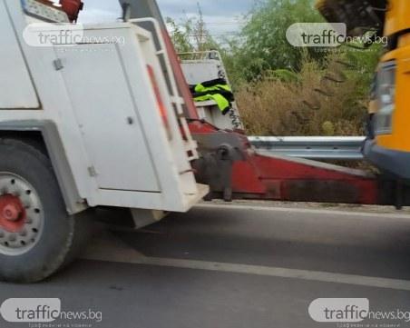 Два камиона се удариха на пътя за Марково