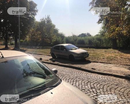 Пловдивчани бесни, че автомобили отново превзеха места за пешеходци