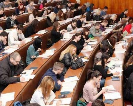 Студентите в 8 специалности няма да плащат такси