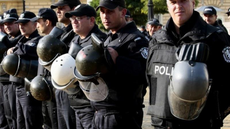 Извънредният труд на полицаите вече ще се плаща
