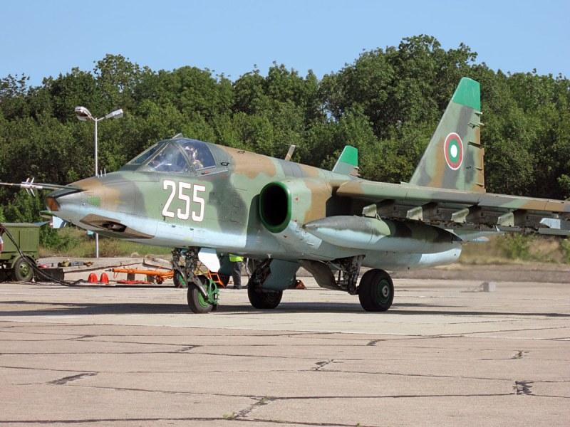 Първите два ремонтирани самолета Су-25 бяха доставени у нас