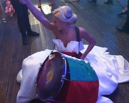 Силно! Булка традиционалистка напълни душата на хиляди българи