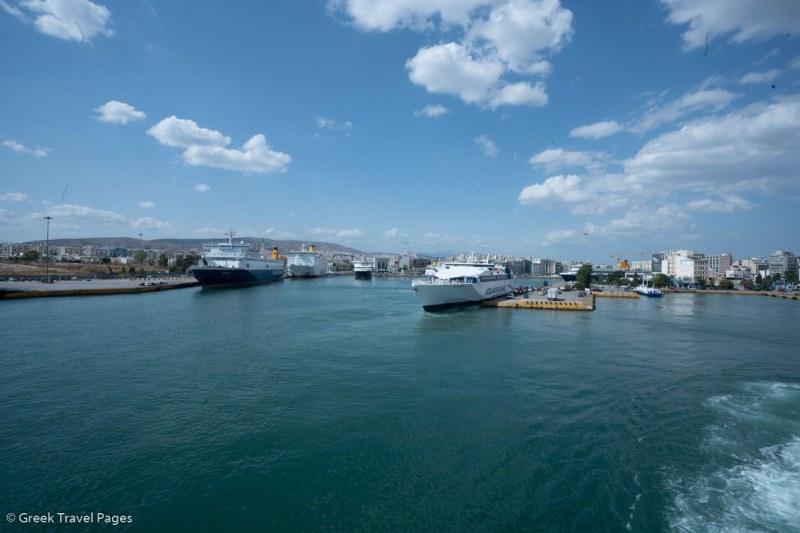 Работници в гръцко пристанище обявиха стачка