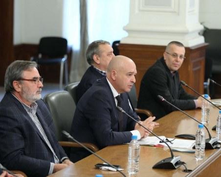 Борисов връща COVID брифингите, но не и КПП-тата