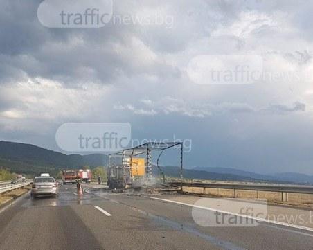 Товарна кола изгоря в движение на магистрала