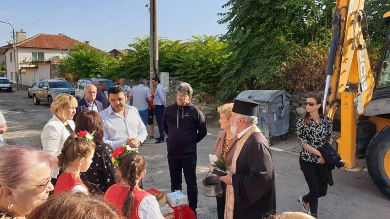 Над километър улична мрежа в Първенецс нов асфалт