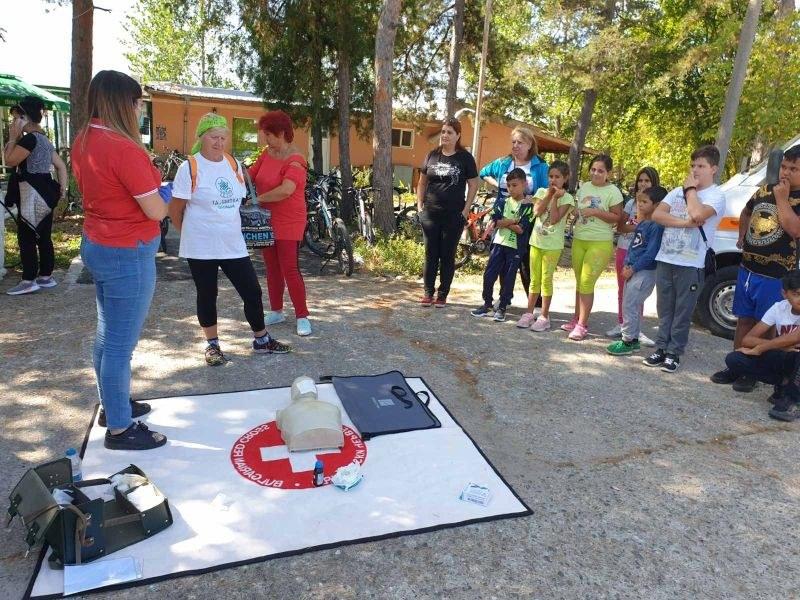 Пловдивски червенокръстци с демонстрация по първа помощ по време на велопоход