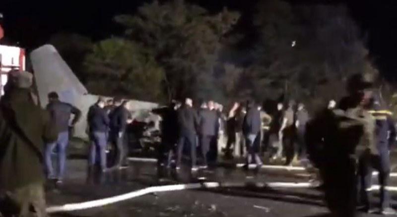 Самолет се разби в Украйна, има десетки загинали