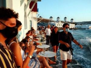 Масови проверки за спазване на мерките в Гърция