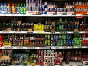 Забраняват продажбата на енергийни напитки на лица под 18 години