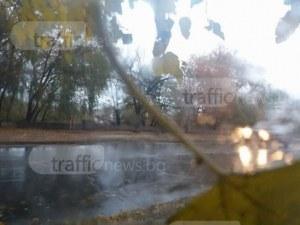 Жълт код за опасно време в Пловдив! Ураганен вятър, порои и гръмотевици в Южна България