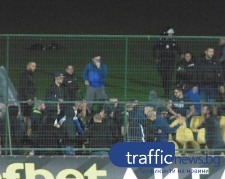 Феновете на Левски се сбиха помежду си на мача с Ботев