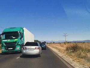 Зверска катастрофа край Пловдив, кола изхвърча от пътя