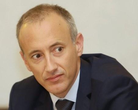 Министър Вълчев: Не предвиждаме цялостно преминаване към дистанционно обучение