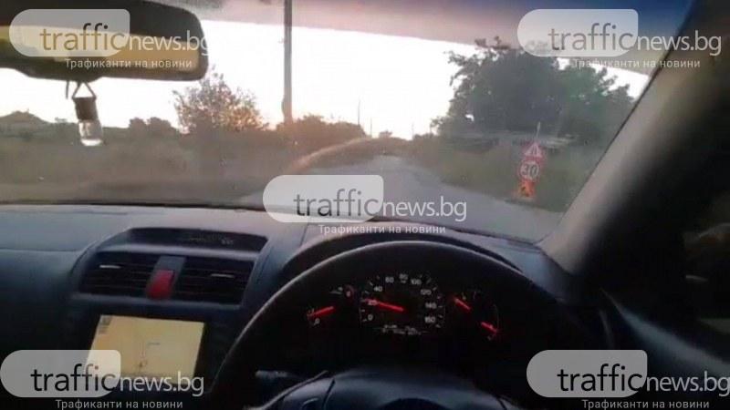 След ВиК ремонт на главна улица: дупки и строшени коли тормозят жители на пловдивско село