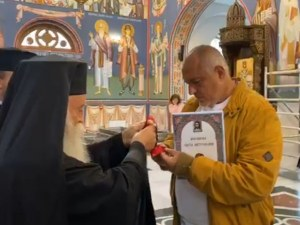Премиерът Борисов получи орден от Ловчанската митрополия