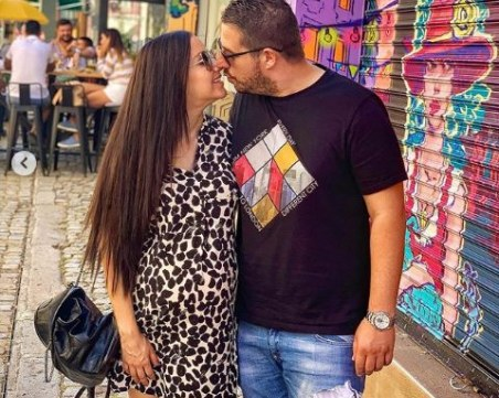 Пловдивчанката Габриела Пеева от Трио Сопрано роди момиченце