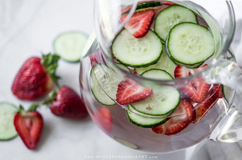 5 рецепти за здравословна и вкусна вода, обогатена с плодове и билки