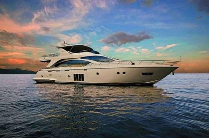 Откриха 35 тона хашиш в луксозни яхти край Испания, 9 българи са арестувани