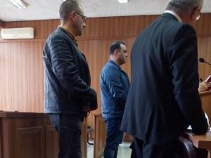 Хванатите с подкуп инспектори от БАБХ край Пловдив пледират за невинност, до 24 часа ги чака присъда