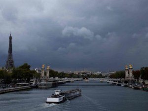 Силна експлозия стресна жителите на Париж