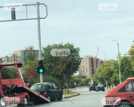 Кола се заби в тротоар на кръстовище в Тракия
