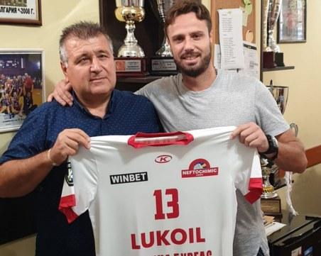 Теодор Салпаров се завърна в България