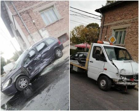 Кола и репатрак се смазаха в Прослав, шофьорите липсват! СНИМКИ