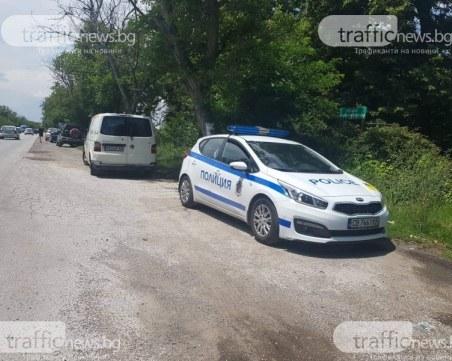 Кола се обърна в канал на пътя Пловдив-Пещера