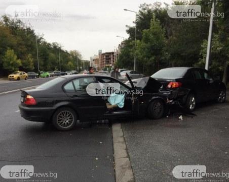 БМВ се вряза в паркирана кола до пловдивска болница