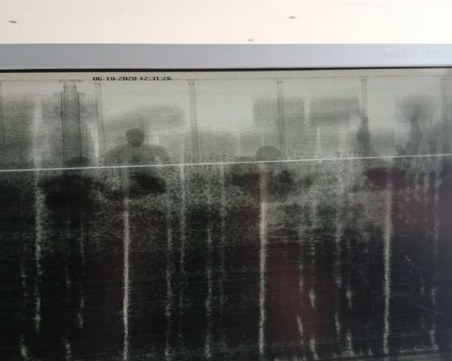 Рентген засече шестима нелегални мигранти, укрити в камион