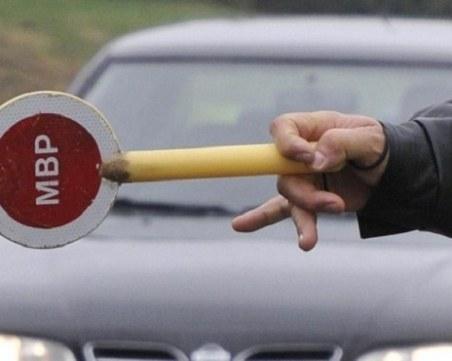 Шофьор побягна от полицейска проверка, заряза колата си