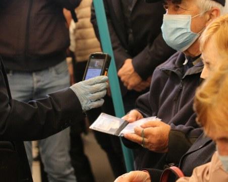 Акция за носене на маски в обществения транспорт в София