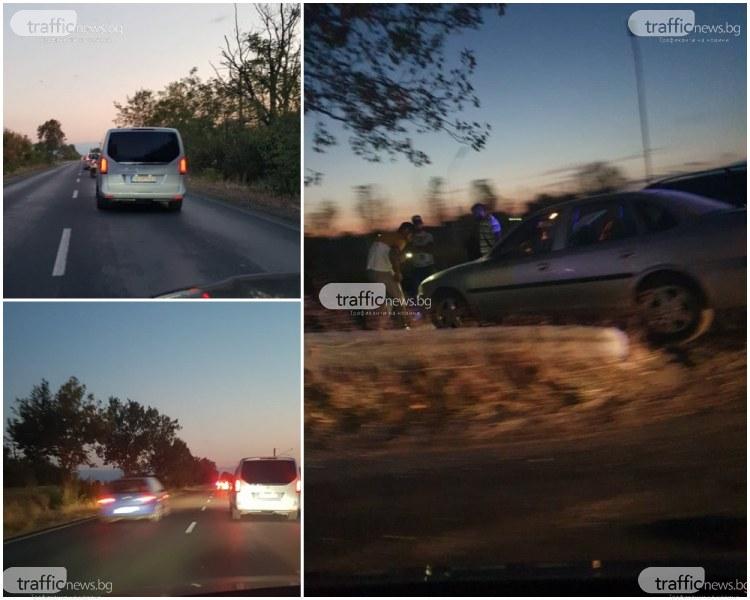 Блокада край Пловдив заради верижна катастрофа, кола е в канавката